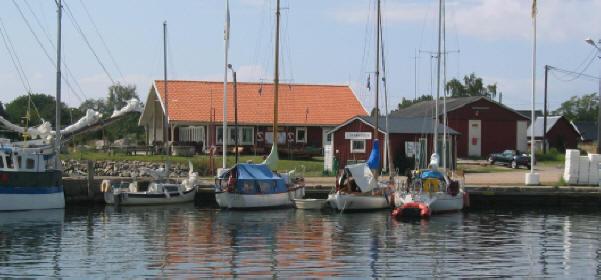 Gästhamnen och klubbhuset Lökanabben